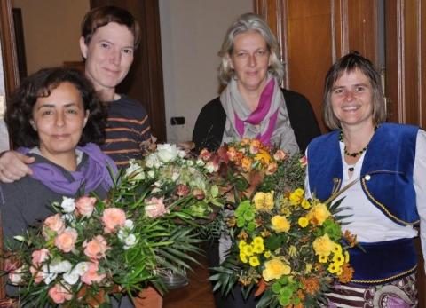 Das Orga-Team mit Cornelia Wecke, Susanne Pries, Irene Pape und Zeynep Sayman (von rechts nach links) bekam Blumen und viele Dankesworte