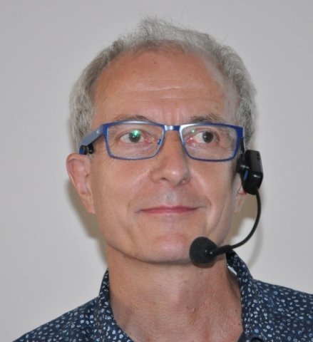"""Dieter Bund zeigte am Freitagabend in seinem Vortrag """"wie Qigong positiv das Gehirn formt und verändert""""."""
