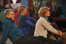 Birgit Halberstadt, Antje Schnessing-Schneeberg und Anja Streiter verfolgen die Debatten aufmerksam.