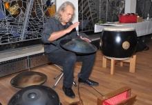 Rainer Rabus verzauberte mit seinen speziellen Rhythmen und Melodien die Zuhörer_innen.